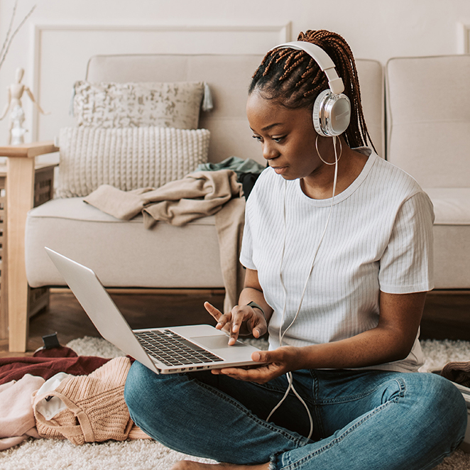 5 MONEY + ADULTING PODCASTS NOT TO MISS